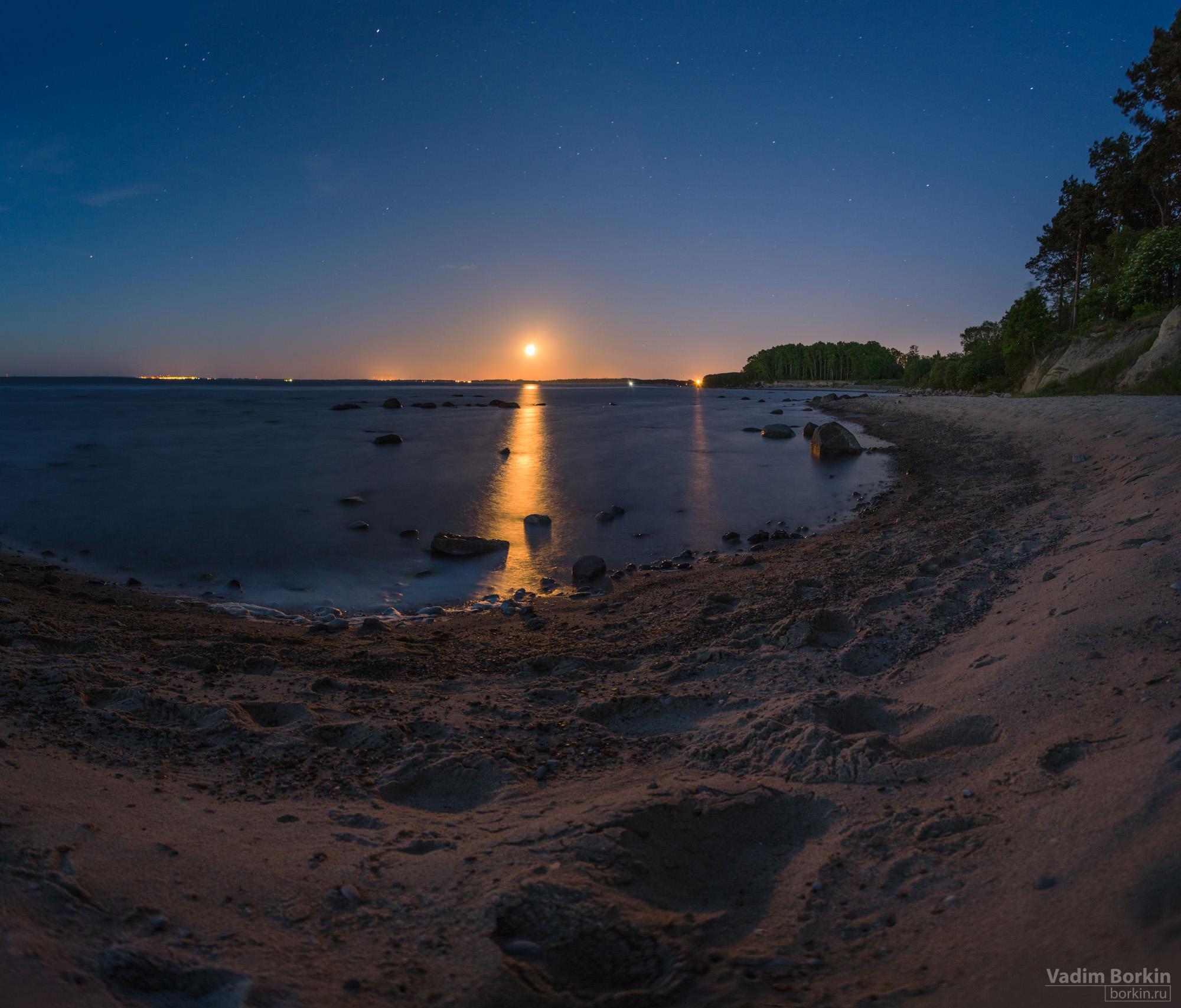 фото восходящей луны