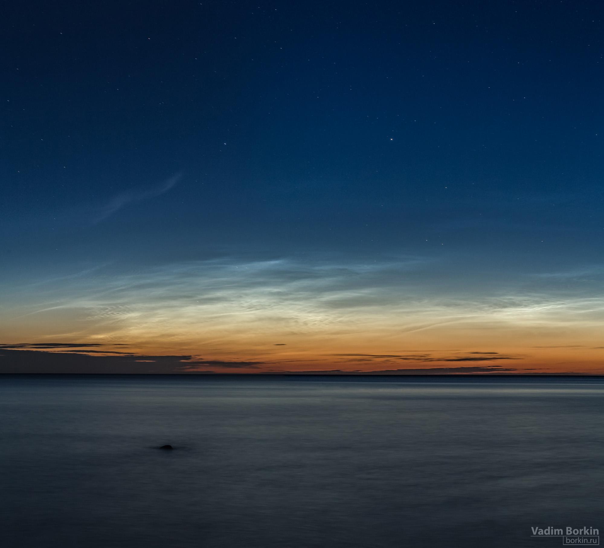 фото Мезосферных или серебристых облаков над Балтийским морем