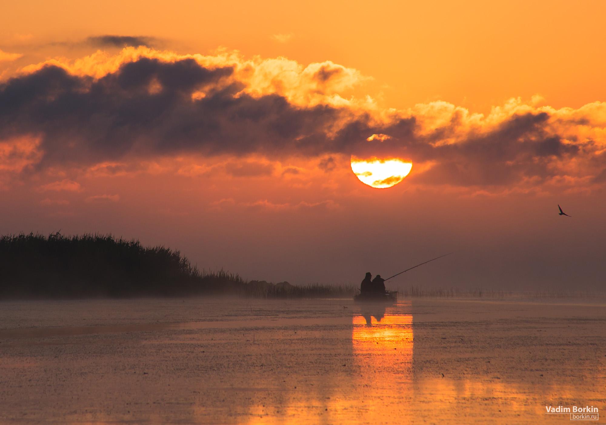 рыбаки на рассвете
